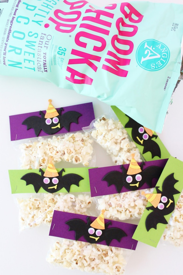 Fledermaus basteln mit Kindern zu Halloween – 50 bezaubernde Ideen und Anleitungen popcorn snacks mit fledermaus taschen
