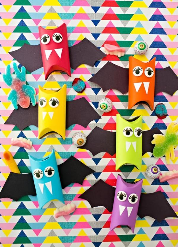 Fledermaus basteln mit Kindern zu Halloween – 50 bezaubernde Ideen und Anleitungen regenbogen feldermäuse bunt niedlich papprollen