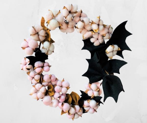 Fledermaus basteln mit Kindern zu Halloween – 50 bezaubernde Ideen und Anleitungen türkranz baumwolle zweige fledermäuse