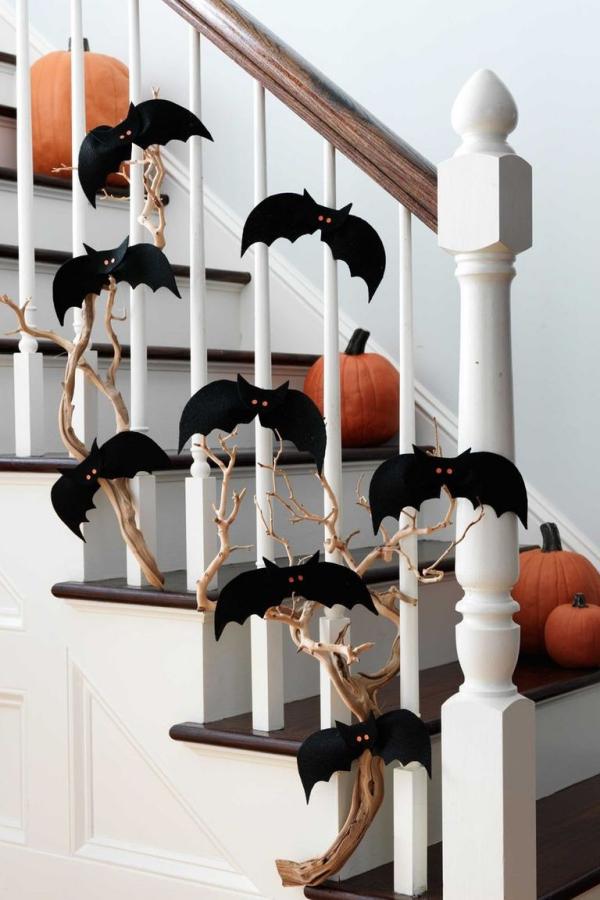 Fledermaus basteln mit Kindern zu Halloween – 50 bezaubernde Ideen und Anleitungen zweig treppen deko ideen