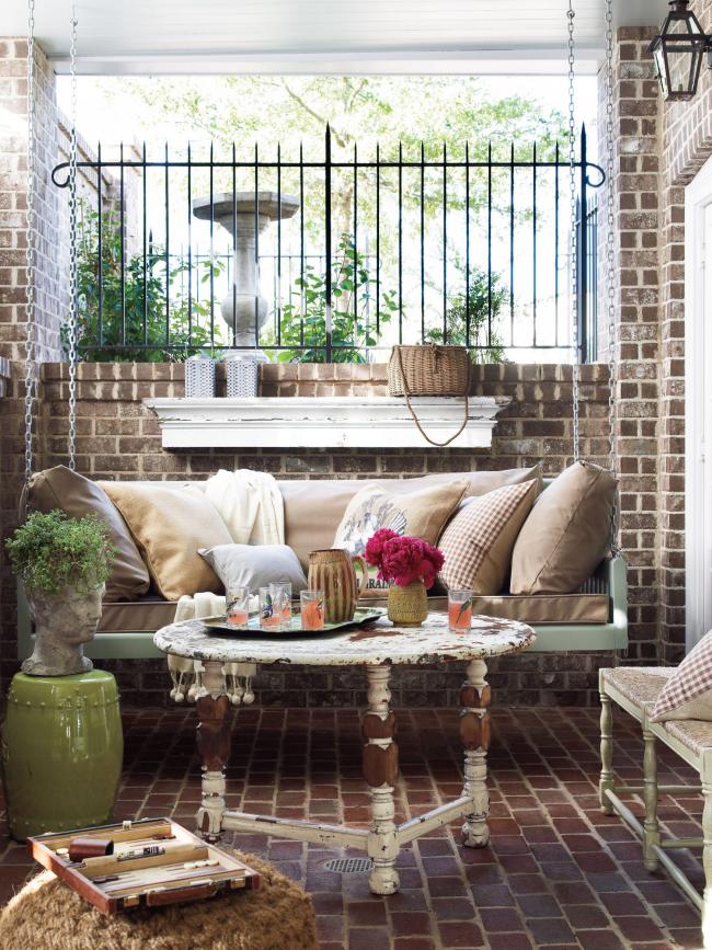 Herbstdeko für draußen behagliche Sitzecke in Retro Stil einrichten auf kleinem Platz