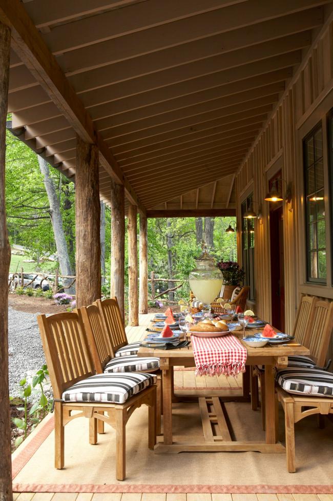 Herbstdeko für draußen die Veranda im rustikalen Stil schmücken für Familienveranstaltungen im Herbst