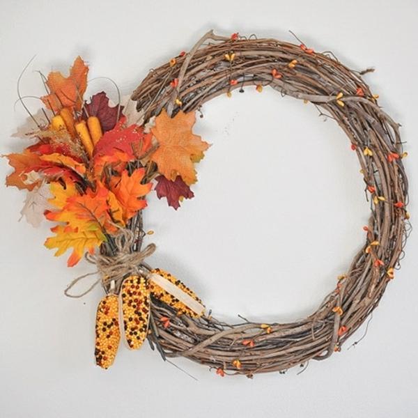 Herbstkranz selber machen Weinreben und Herbstblätter Anleitung
