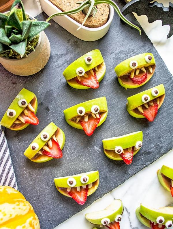 Köstliche und schnelle Halloween Rezepte, die verzaubern apfel stücke monster