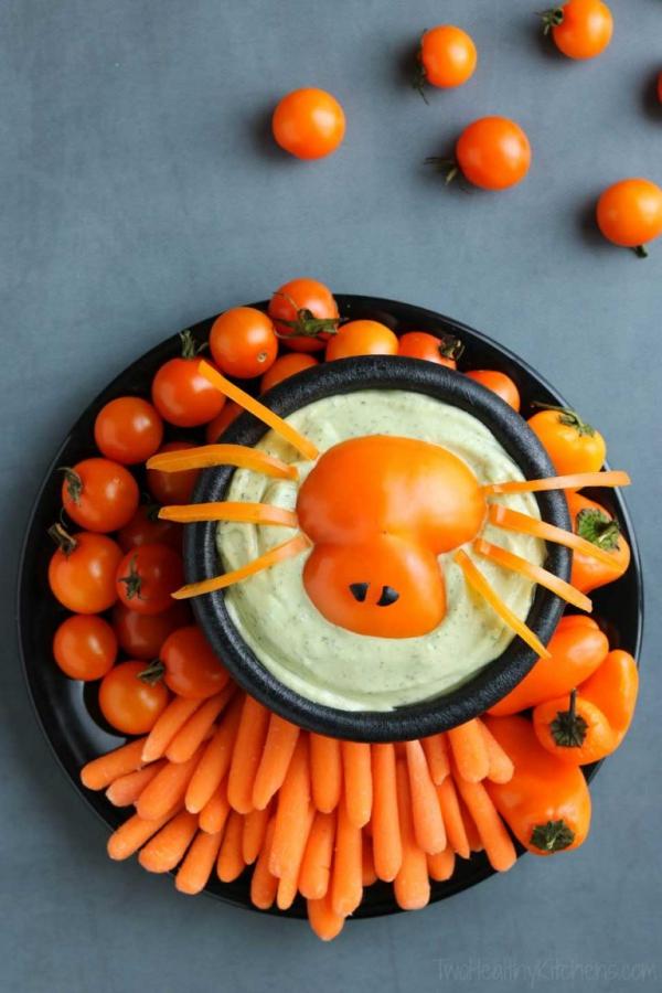 Köstliche und schnelle Halloween Rezepte, die verzaubern gemüse hummus dip karotten spinne