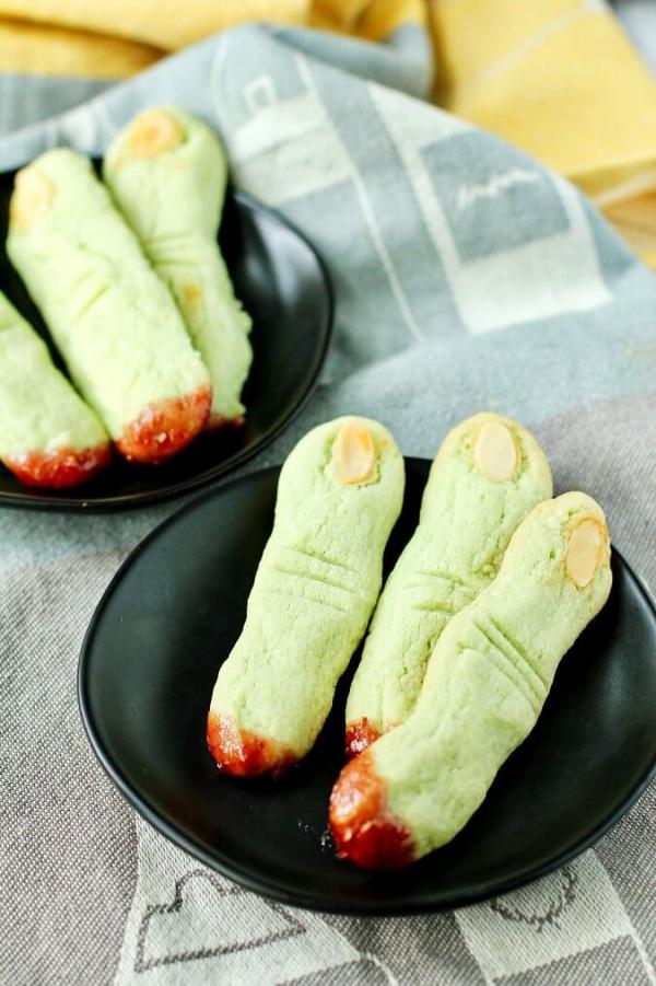 Köstliche und schnelle Halloween Rezepte, die verzaubern hexen finger plätzchen