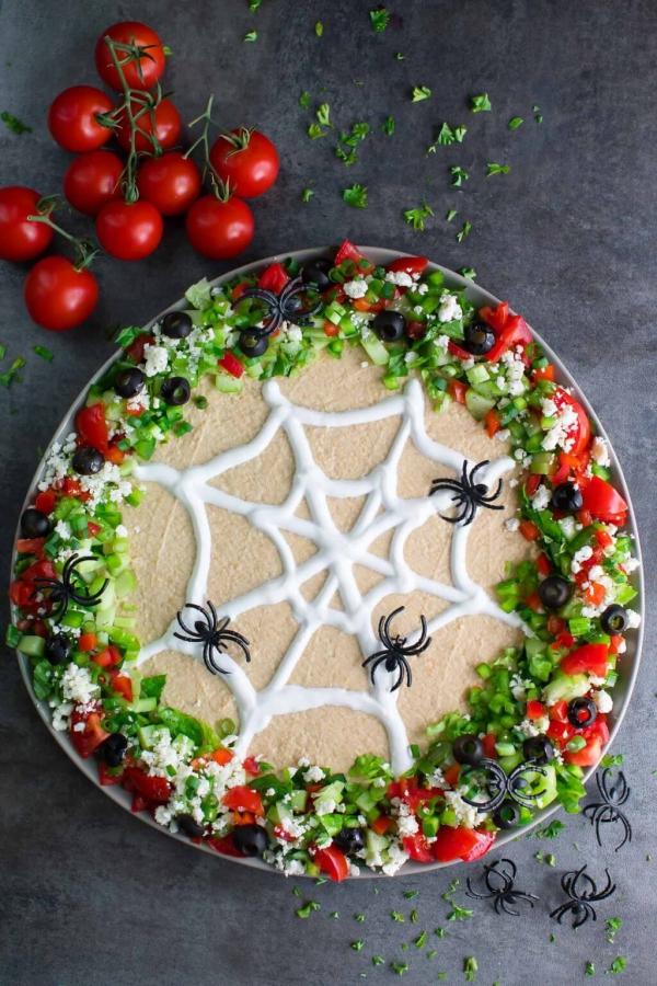 Köstliche und schnelle Halloween Rezepte, die verzaubern hummus dip spinnen netz