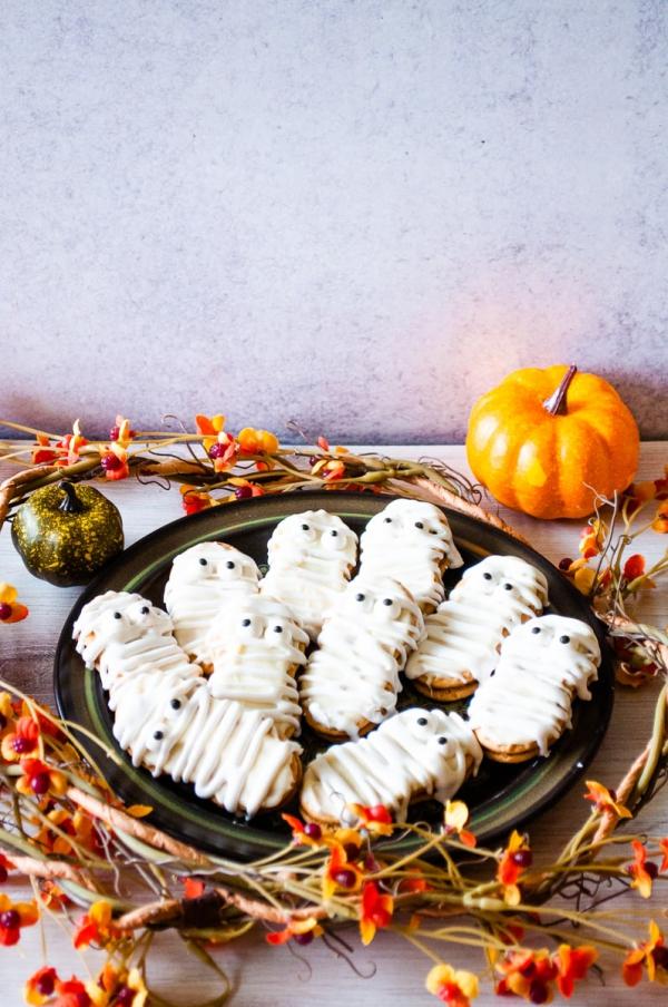 Köstliche und schnelle Halloween Rezepte, die verzaubern kekse mit mumien glasur