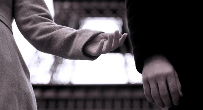 Keine langfristige Beziehung Sternzeichen zwei junge Leute in der Küche Probleme unterschiedliche Einstellung zur Liebe
