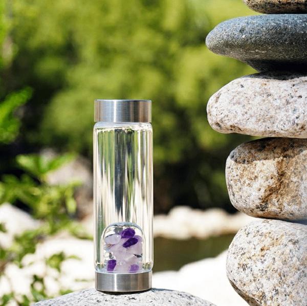Kristallwasser aufladen Sonnenlicht Glasflasche