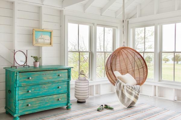 Mit Kalkfarbe streichen Holz tünchen Techniken Schlafzimmer Holzmöbel