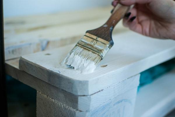 Mit Kalkfarbe streichen Holz tünchen Techniken Tünche