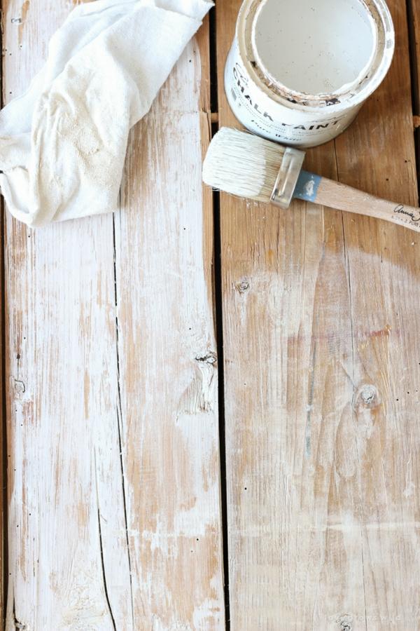 Mit Kalkfarbe streichen Holz tünchen Techniken