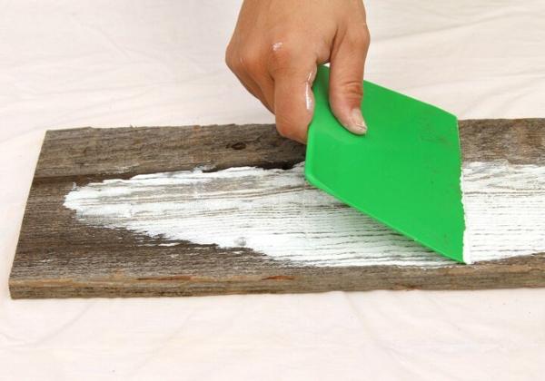 Mit Kalkfarbe streichen Holz tünchen welche Techniken gibt es