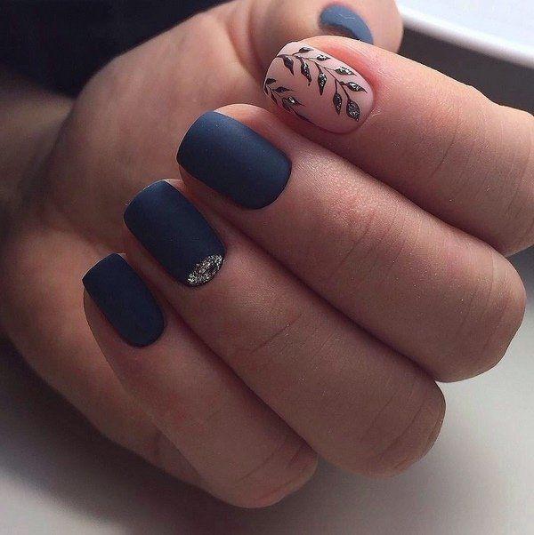 Nagel Trends - Blau und kontrastreiches Design