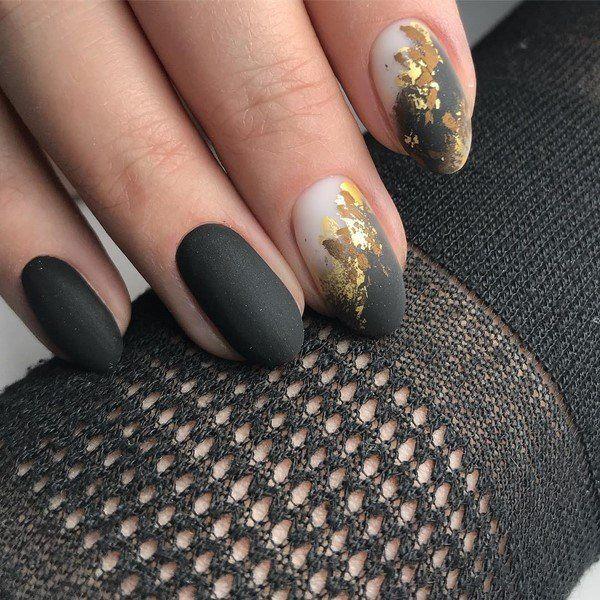 Nagel Trends - Ideen in schwarzer und goldener Farbe