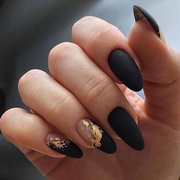 Nagel Trends - schwarzes und goldenes Design