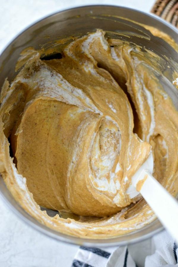 No Bake Kürbiskäsekuchen Rezept Zutaten mischen Füllung