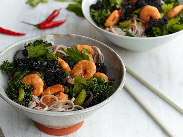 Sirtfood diät Salat mit Meeresfrüchten