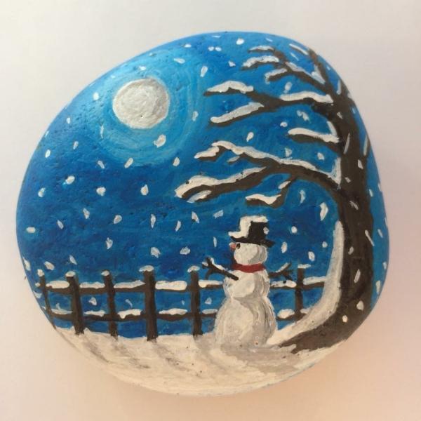 Steine bemalen zu Weihnachten – künstlerische Ideen und Tipps für eine festliche Winterdeko nacht landschaft schneemann mond
