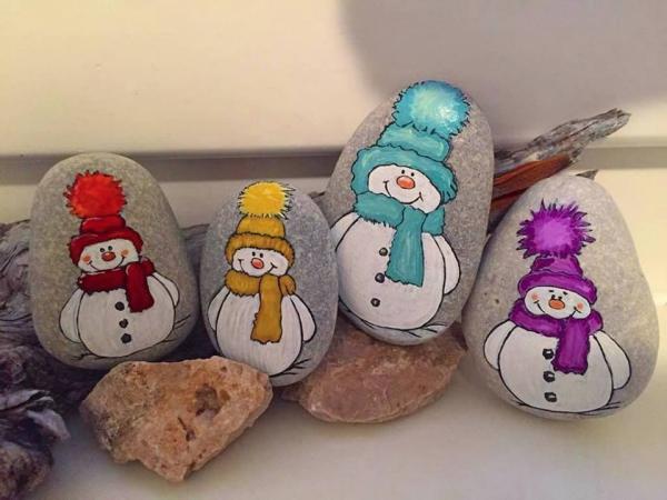 Steine bemalen zu Weihnachten – künstlerische Ideen und Tipps für eine festliche Winterdeko schneemann einfach bunt
