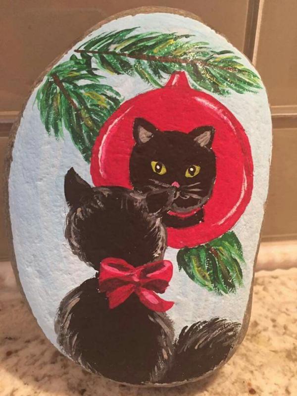 Steine bemalen zu Weihnachten – künstlerische Ideen und Tipps für eine festliche Winterdeko schwarze katze ornament baum
