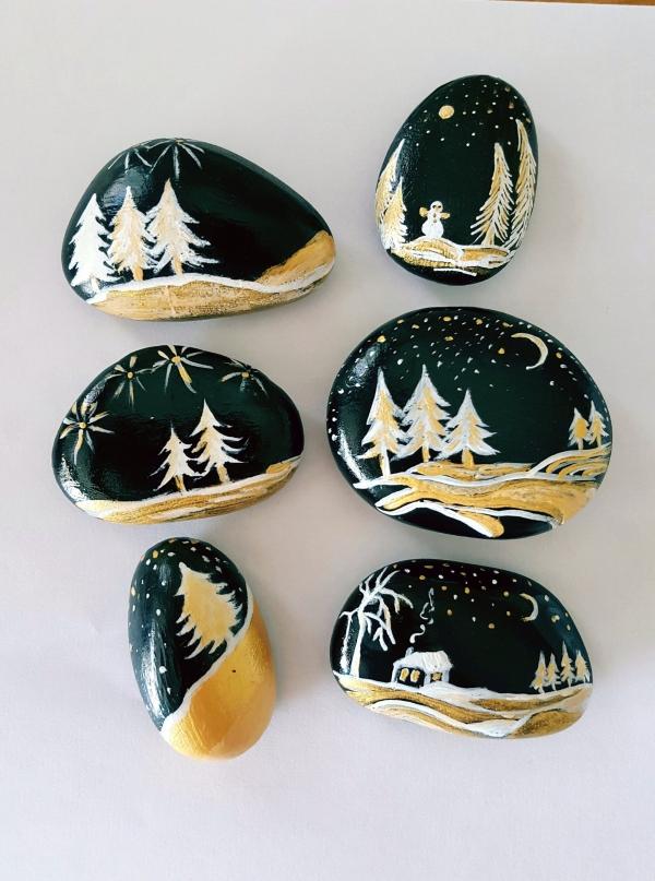 Steine bemalen zu Weihnachten – künstlerische Ideen und Tipps für eine festliche Winterdeko stilvolle deko schwarz weiß gold