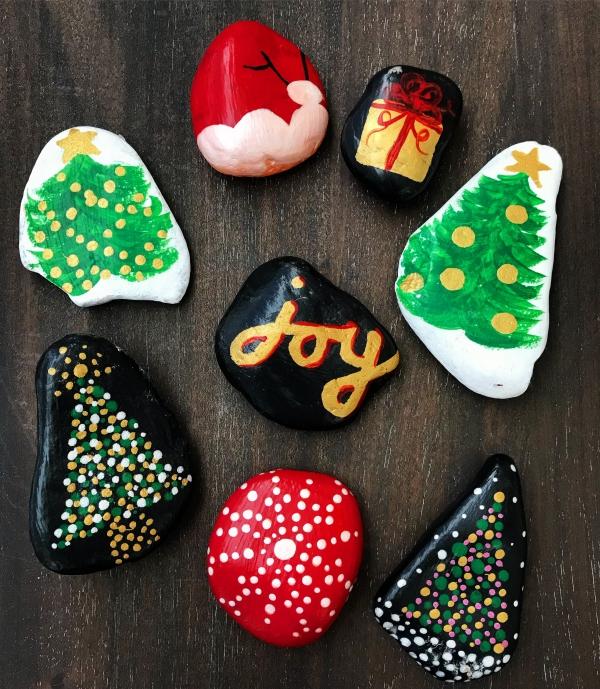 Steine bemalen zu Weihnachten – künstlerische Ideen und Tipps für eine festliche Winterdeko weihnachten motive einfach kinder zeichnen