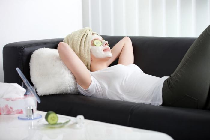 Sternzeichen gern alleine unabhängige Einzelgänger Stier Dame Beauty-Routine zu Hause