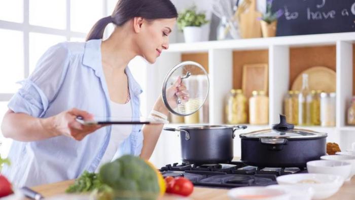 Sternzeichen gern alleine unabhängige Einzelgänger Stier-Dame perfekter Koch wohlschmeckende Speisen