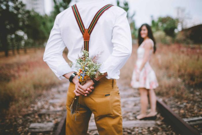 Verliebt sein Sternzeichen Schütze reist gern will Abwechslung haben schenkt gern Blumen gern