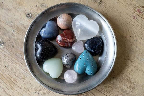 Wie kann man Kristallwasser aufladen herzförmige Kristalle