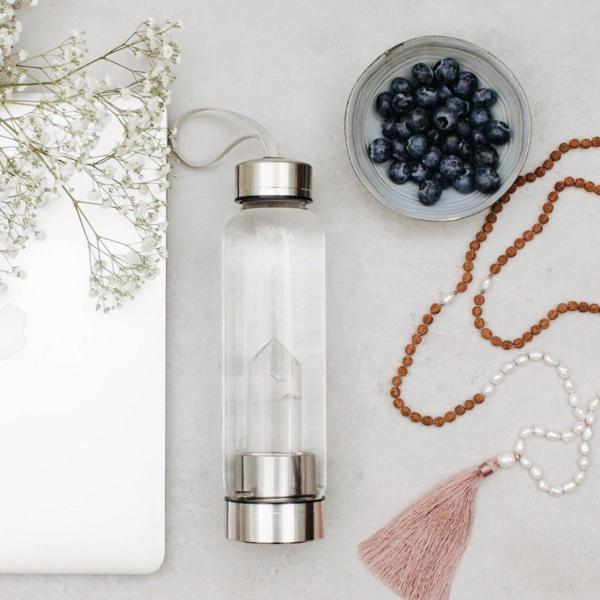 Wie kann man Kristallwasser aufladen spezialle Glasflasche