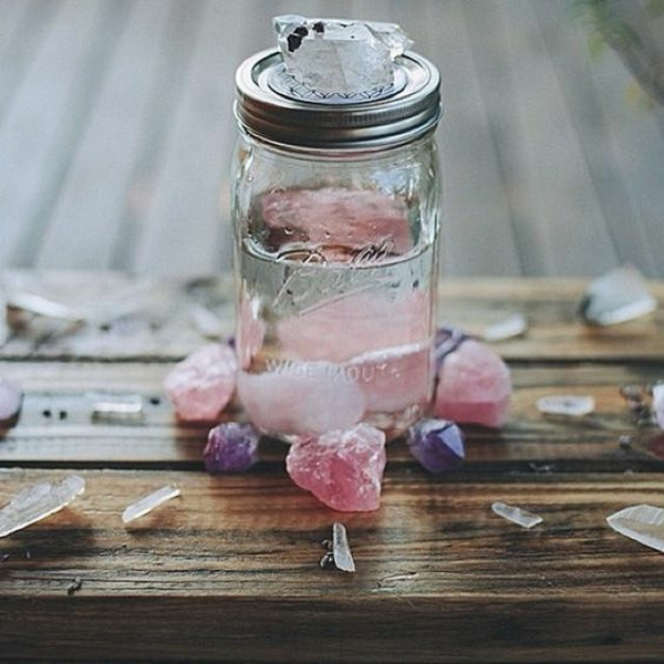 Wie kann man Kristallwasser aufladen