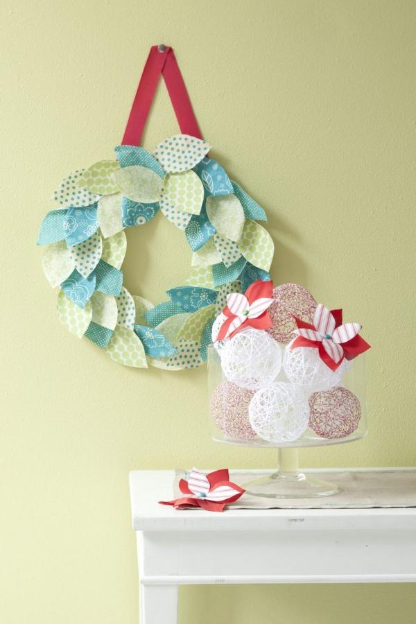 Winterdeko basteln zu Weihnachten diy papier kranz krepp