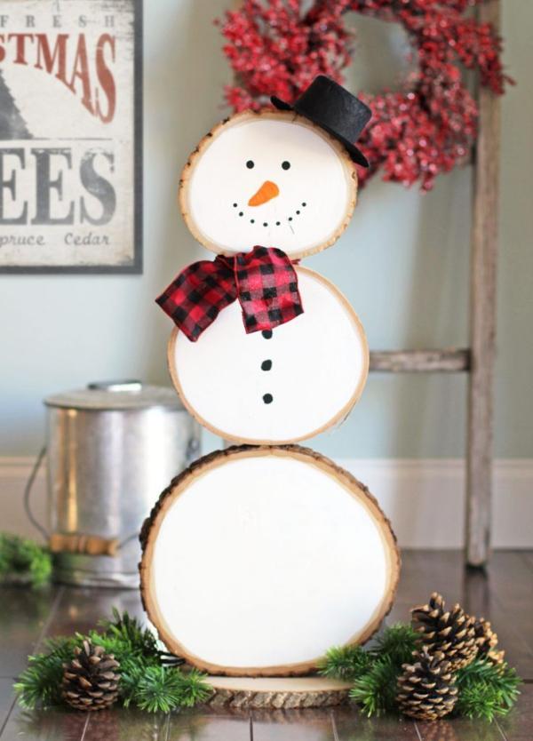 Winterdeko basteln zu Weihnachten holzrinde baumstamm schneemann deko