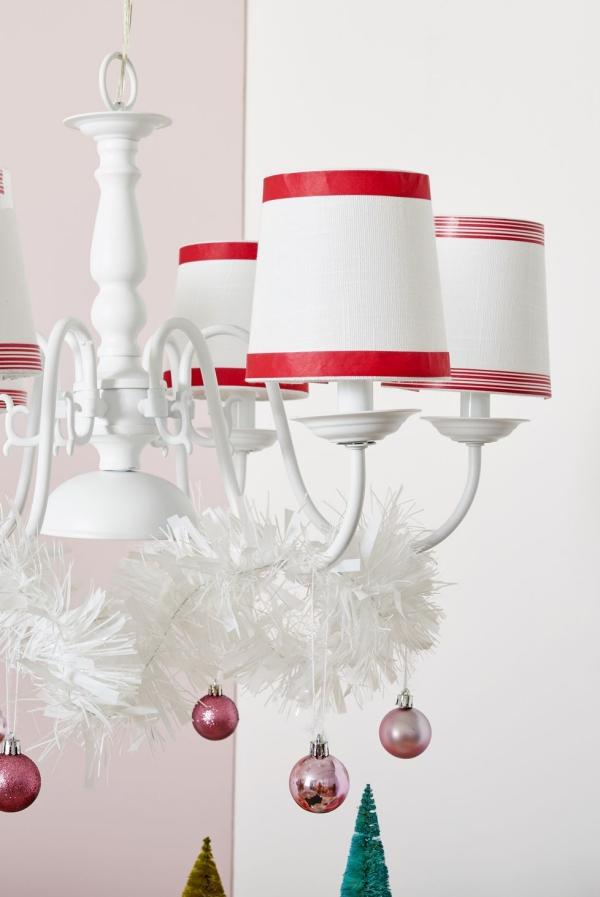 Winterdeko basteln zu Weihnachten lampenschirme deko kugeln winter