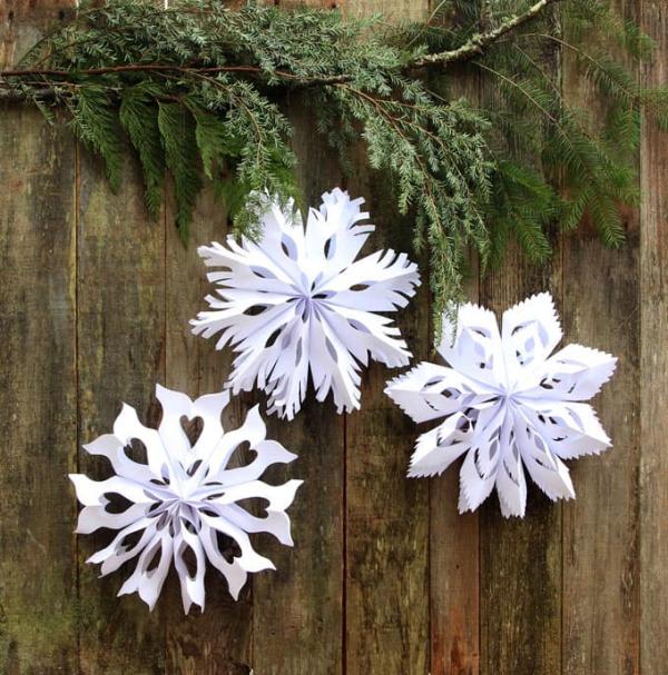Winterdeko basteln zu Weihnachten papier sterne falten schneiden