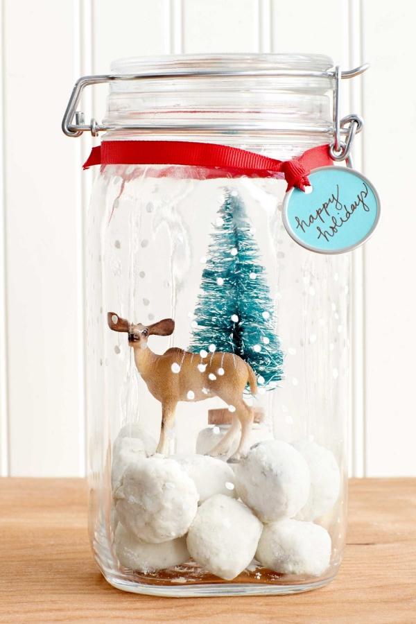 Winterdeko basteln zu Weihnachten schneekugel reh baum baumwolle