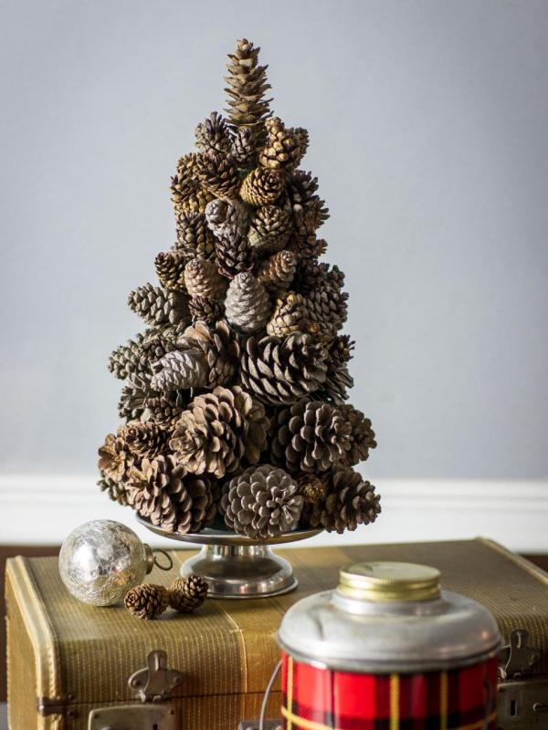Winterdeko basteln zu Weihnachten zapfen tannenbaum deko tischdeko
