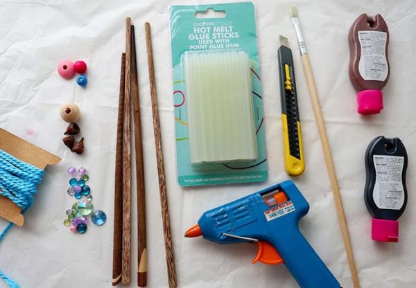 Zauberstab basteln mit Kindern zu Halloween oder Fasching – Ideen und Anleitungen nötigen materialien zum zauberstäbe basteln