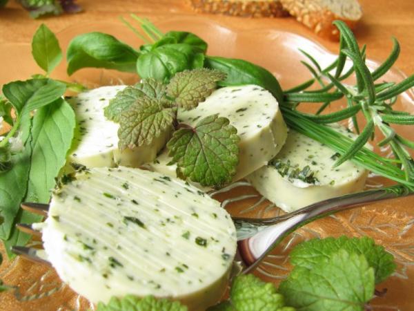 Zitronenmelisse Tee – Immunität und Psyche durch die Gaben der Natur stärken kräuter butter gesund lecker