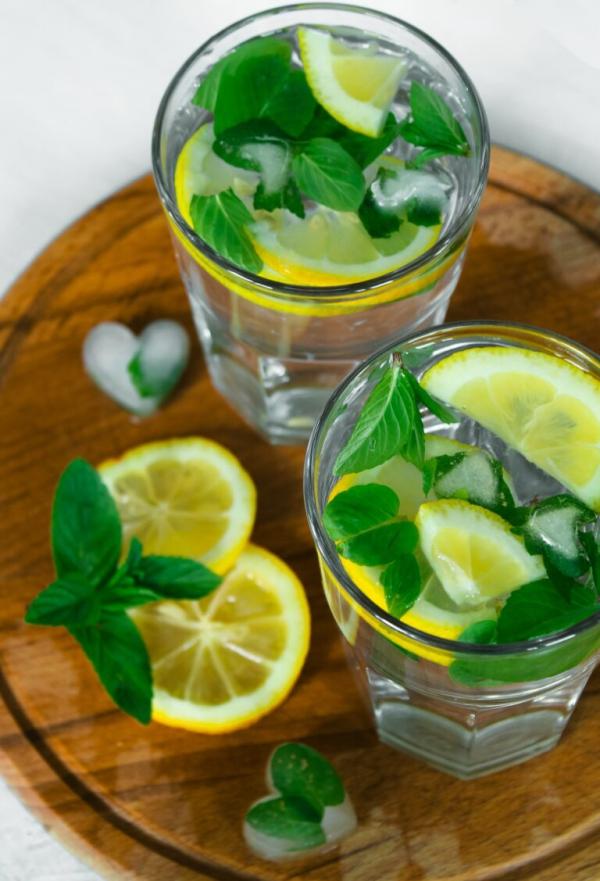 Zitronenmelisse Tee – Immunität und Psyche durch die Gaben der Natur stärken limonade melisse zitronen