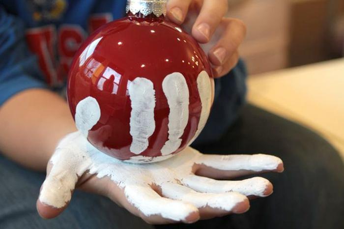 basteln mit 2jährigen weihnachtsgeschenke basteln mit kindern christbaumkugel