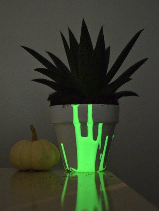 deko ideen mit leuchtfarbe zu halloween