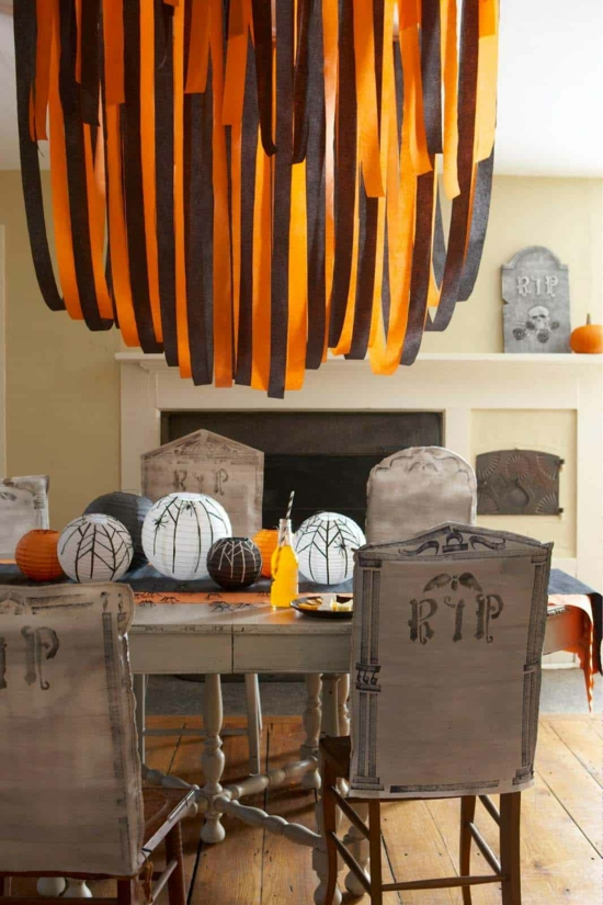 diy halloween tischdeko papierlampen papiergirlanden schwarz orange