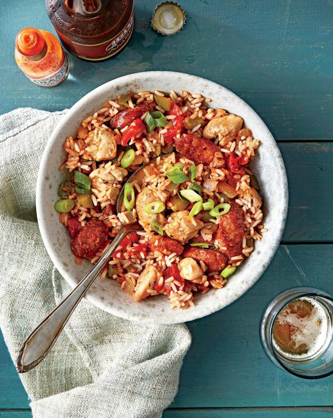 gesundes Abendessen schnelle Rezepte Hühnerfleisch Wurststücke Reise scharfe Pepperoni-Schoten