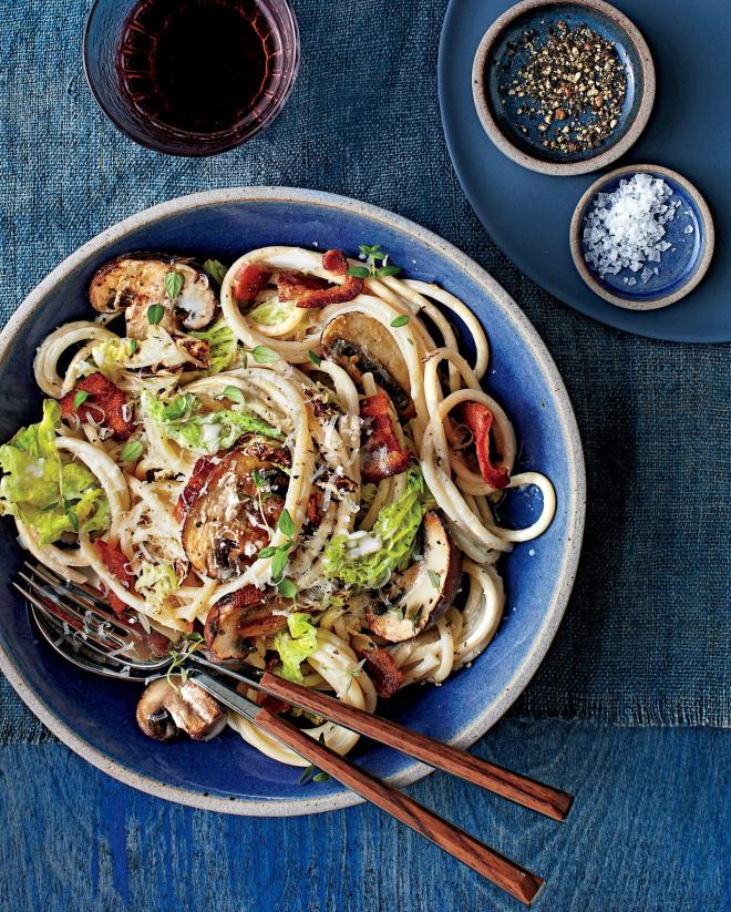 gesundes Abendessen schnelle Rezepte italienische Spaghetti Pilze Weißkohl Wurststückchen