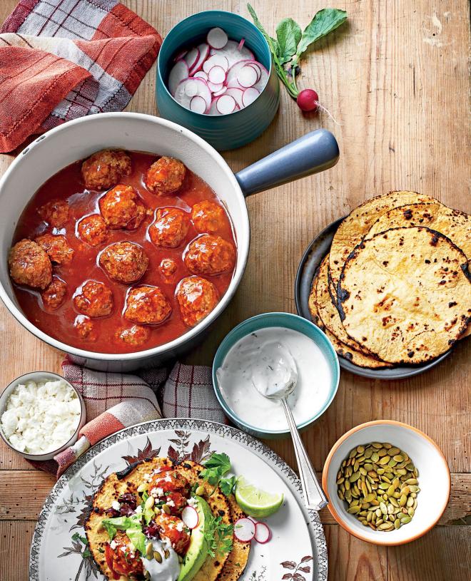 gesundes Abendessen schnelle Rezepte mexikanisches Gericht Fleischklöße in Tomatensoße