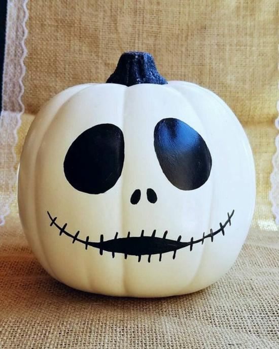 gruselige halloween deko kürbis bemalen